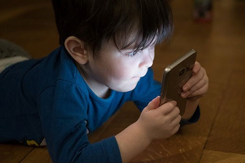 How do touchscreens affect pre-schoolers' play?  image